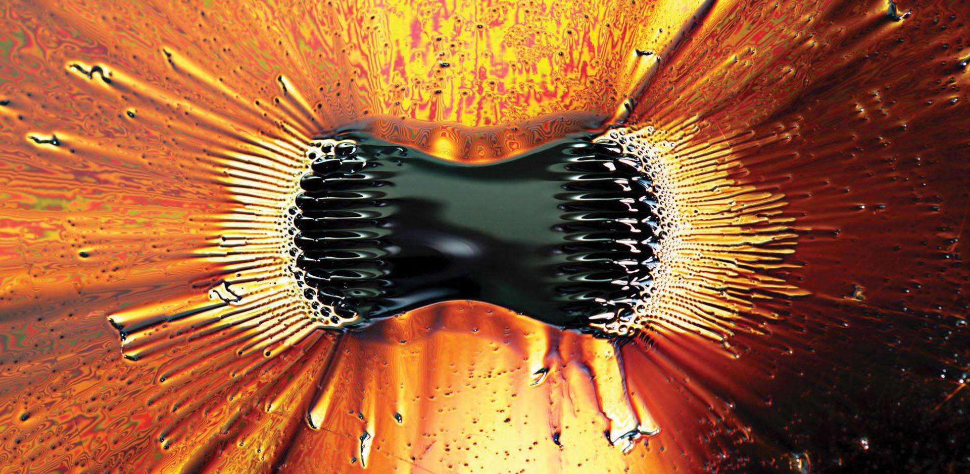 <p><strong>Diseño eficaz para relojes antimagnéticos</strong><br /> <br /> Casi todos los relojes BALL Watch están equipados con magníficas cajas antimagnéticas fabricadas con materiales férricos de acero inoxidable resistentes a la corrosión Además, el funcionamiento interno del reloj está protegido por una fina cubierta antimagnética de hierro formada por una placa trasera, un anillo que rodea el mecanismo y la esfera. Esta aleación especial, reforzada por la forma de la caja, evita que los campos magnéticos penetren en el mecanismo y alteren la precisión del reloj.</p>